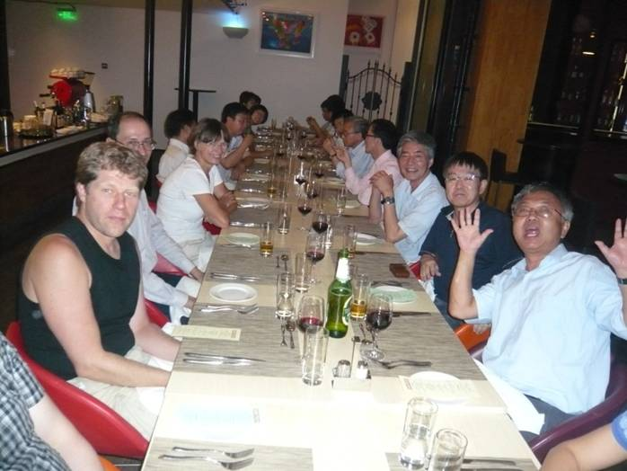 The workshop banquet was held at a western-style restaurant at Beijing 798 Art Zone. Diners talk, laugh and make faces for the camera.