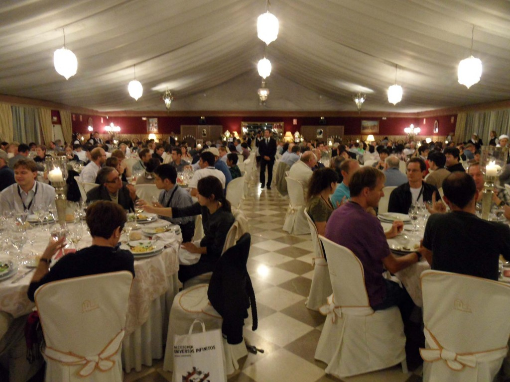 An enjoyable banquet with a vibrant atmosphere reflects the spirit of optimism of this year's linear collider workshop in Granda, Spain. Image: Perrine Royole-Degieux