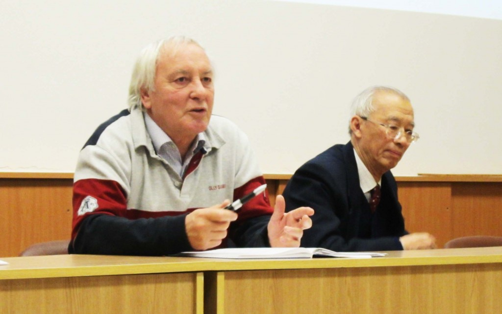 Lyn Evans (CERN, chair) and PAC member Jai-er Chen (Beijing University) at the review closeout. Image: GDE