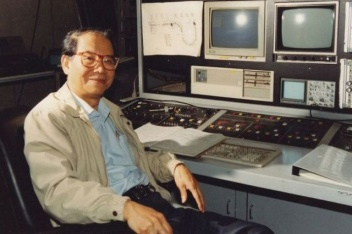 In 1993, Xie sits in front of the Beijing free-electron laser device console. Image: IHEP