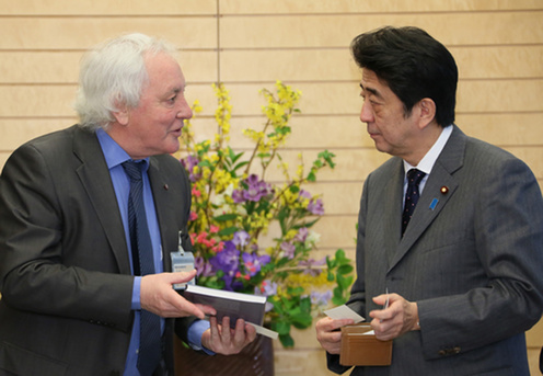 Lyn Evans presented Prime Minister Abe with a book about the LHC.