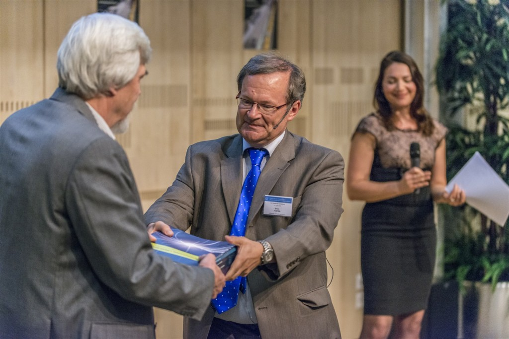 Rolf Heuer, member of ICFA, receiving the Technical Design Report from Europan Regional Director Brian Foster. Image: CERN