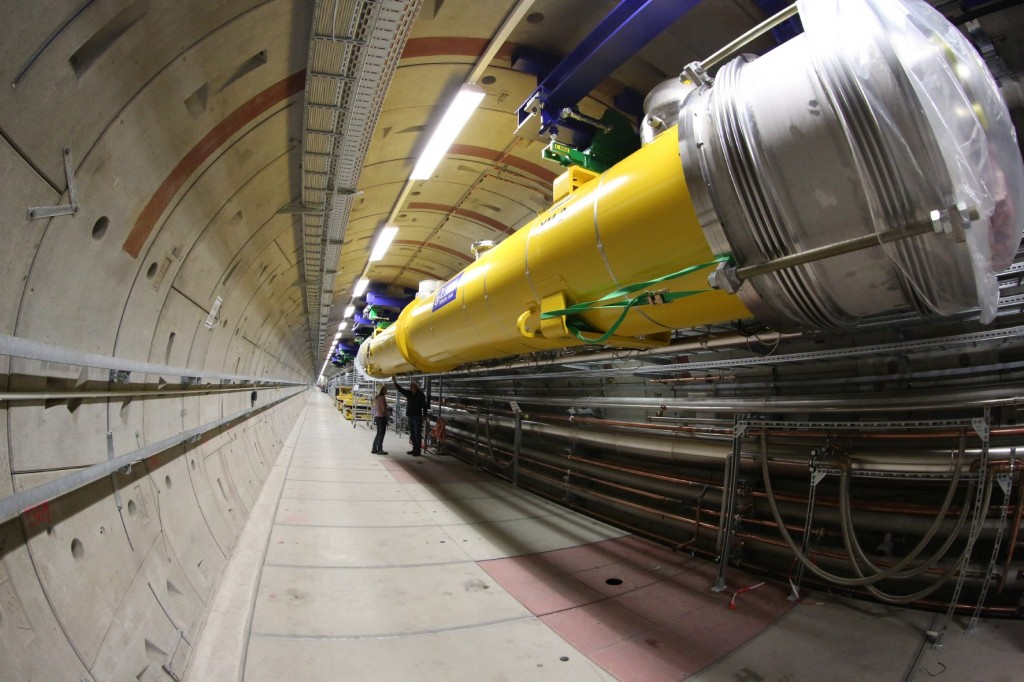 Installation of Test Module XM-2 in the tunnel of the European XFEL. Image: DESY