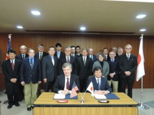 Confirming 38 years of cooperation: the US-Japan Joint Committee for High-Energy Physics. Image: KEK