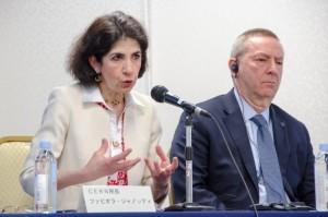 Fabiola Gianotti, CERN, (left) answering a question from a journalist (Right: Nigel Lockyer, Fermilab) Image: Nobuko Kobayashi