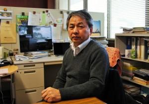 Akira Yamamoto in his office at KEK Image: KEK