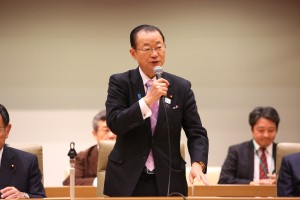 Takeo Kawamura, Chairperson, Federation of Diet Members for the ILC and Liaison Committee for Realizing the ILC, Liberal Democratic Party, giving a talk at the general meeting held on 7 December.